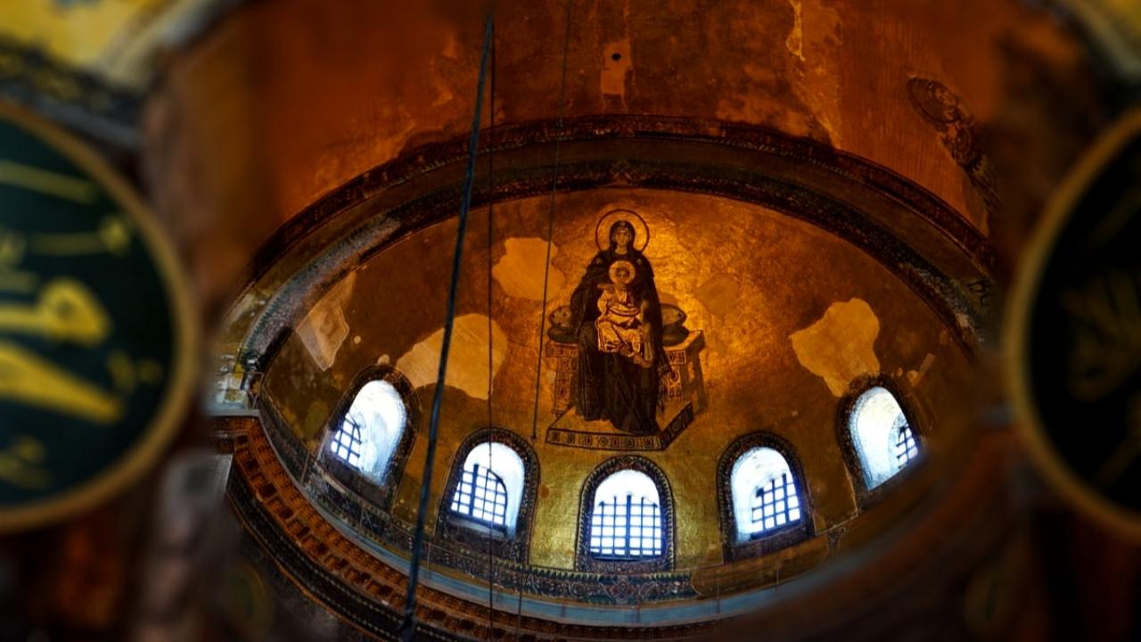 ما مصير الرسوم والزخارف المسيحية في آيا صوفيا؟
